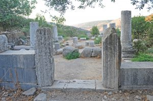 Main entrance looking north, Gilead Peli all rights reserved © <i> synagogues.kinneret.ac.il </i>