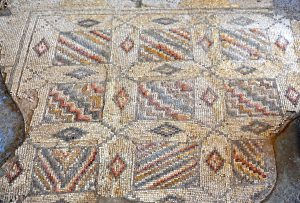 Mosaic geometric design - Gilead Peli all rights reserved  © <i> synagogues.kinneret.ac.il </i>