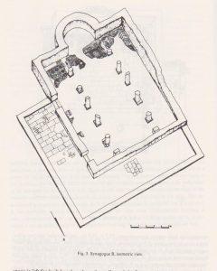 בית הכנסת, שלב ב. מבט איזומטרי. צפריס 1982, 220. באדיבות רשות העתיקות והחברה לחקירת ארץ ישראל. © <i> synagogues.kinneret.ac.il </i>