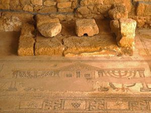The small Bema on the northern side - Gilead Peli all rights reserved © <i> synagogues.kinneret.ac.il </i>