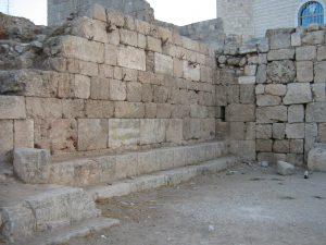 Benches, courtesy of Doron Sar-Avi © <i> synagogues.kinneret.ac.il </i>