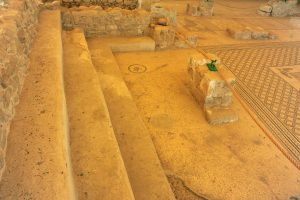Benches on southern side - Gilead Peli all rights reserved © <i> synagogues.kinneret.ac.il </i>