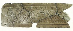 The lintel - courtesy of Yigal Ben Ephraim © <i> synagogues.kinneret.ac.il </i>