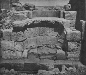 Mayer and Reifenberg 1942: Plate 4 Fig. 1 © <i> synagogues.kinneret.ac.il </i>