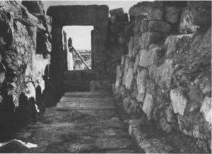 """גוטמן, ייבין ונצר תשל""""ב: 49. באדיבות החברה לחקירת ארץ ישראל. © <i> synagogues.kinneret.ac.il </i>"""