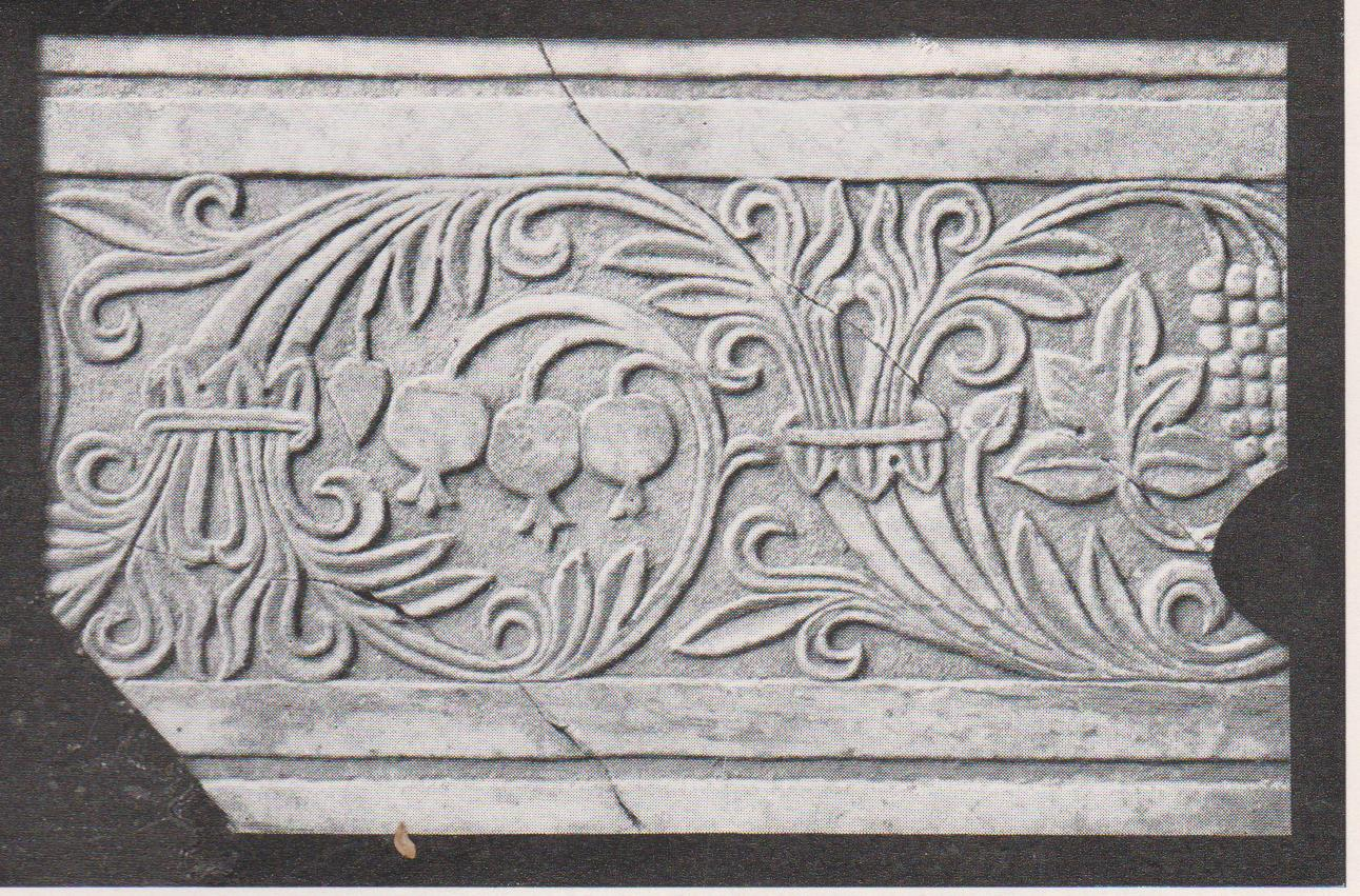 Ornamented fragment of chancel screen, Sukeinik 1935: plan XIVb © <i> synagogues.kinneret.ac.il </i>