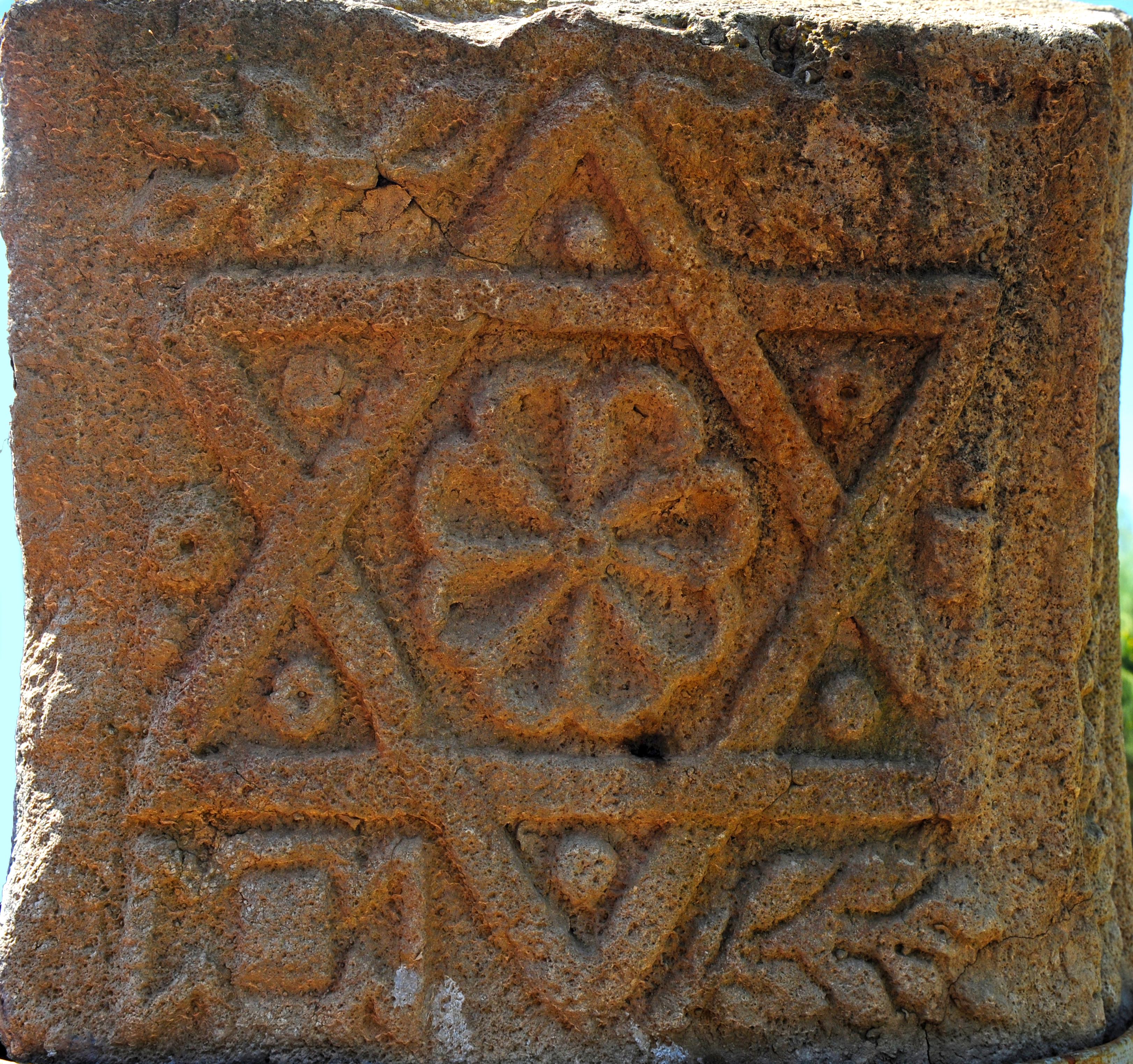 בתצוגה בכפר הנשיא. כל הזכויות שמורות לגלעד פלאי. © <i> synagogues.kinneret.ac.il </i>