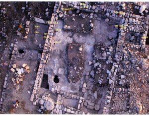 צילום אוויר. באדיבות אוניברסיטת Puget Sound והקולג' המרכזי לארכיאולוגיה בחרבת קנה. © <i> synagogues.kinneret.ac.il </i>
