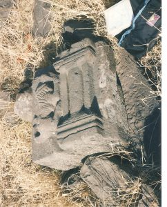 Decorated stone, courtesy of Eran Meir © <i> synagogues.kinneret.ac.il </i>