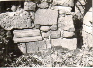Architectural fragments photo by Zvi Ilan, Dan Urman archive © <i> synagogues.kinneret.ac.il </i>