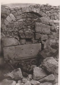 Lintel  reused in modren house, courtesy of Chaim Ben David © <i> synagogues.kinneret.ac.il </i>