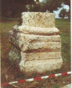 Pedestal Ilan 1991: 34, courtesy of Almoga Ilan © <i> synagogues.kinneret.ac.il </i>