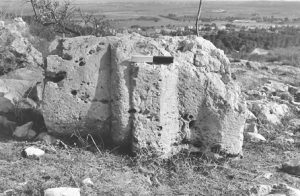 Pedestal  IAA survey (see link below) map 18 site 173  fig. 4,, courtesy of Yossi Stephnski and the Israel Antiquities Authority © <i> synagogues.kinneret.ac.il </i>