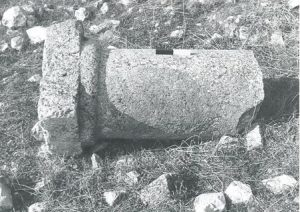 Fragment of column and base IAA survey (see link below) map 18 site 173 fig. 5, courtesy of Yossi Stepanski and the Israel Antiquities Authority © <i> synagogues.kinneret.ac.il </i>