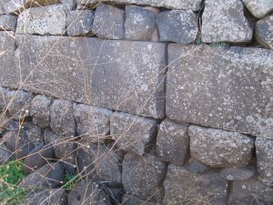 Ashlar stones, courtesy of Eran Meir © <i> synagogues.kinneret.ac.il </i>