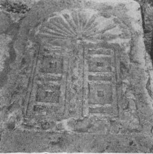 Architectural fragment, Avi Yonah 1947: plate 3, courtesy of the Israel Exploration Society. © <i> synagogues.kinneret.ac.il </i>